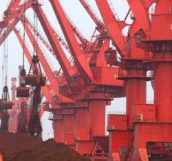 Цена железной руды подскочила до годового максимума благодаря росту производства в Китае